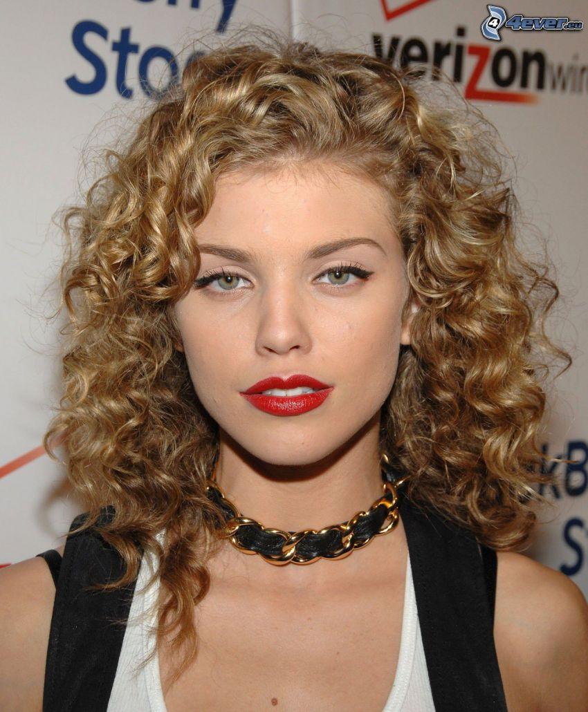 AnnaLynne McCord, curly hair, red lips