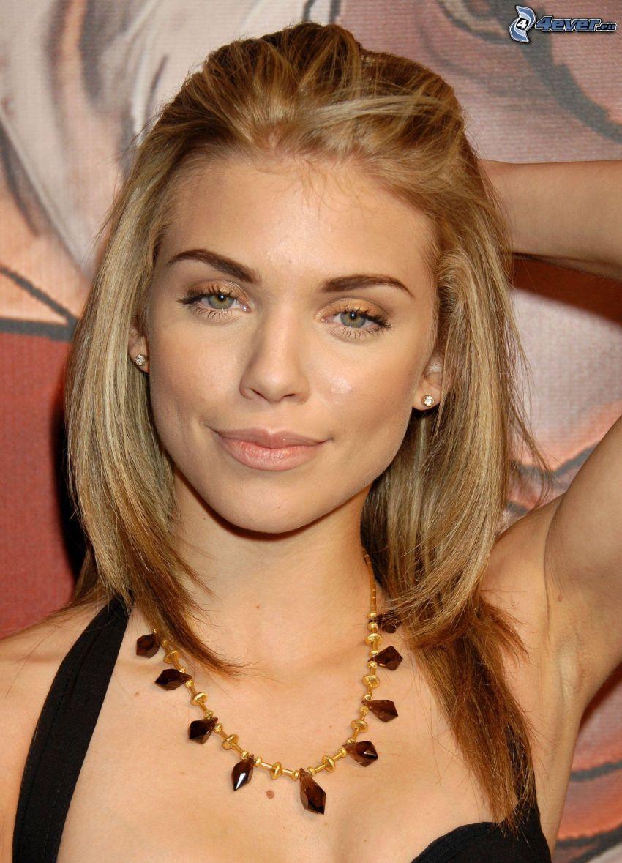 AnnaLynne McCord, necklace