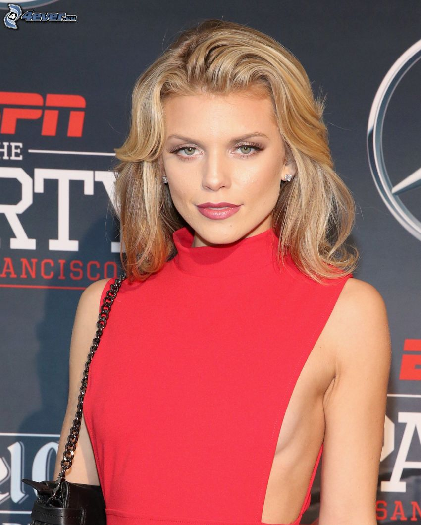 AnnaLynne McCord, red dress