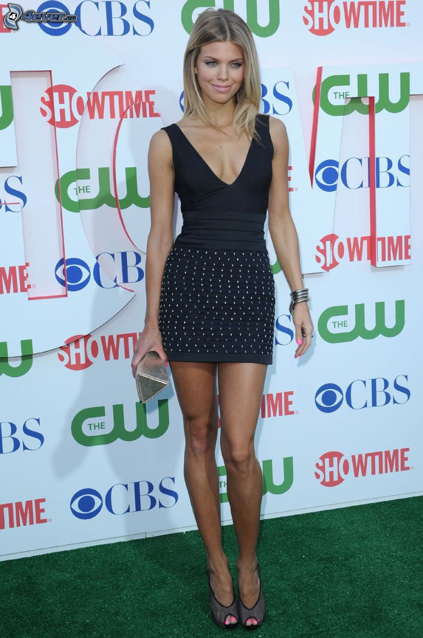 AnnaLynne McCord, smile, black dress