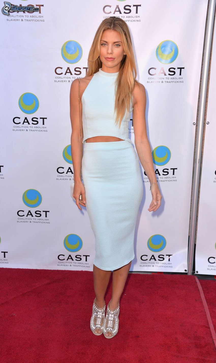 AnnaLynne McCord, white dress