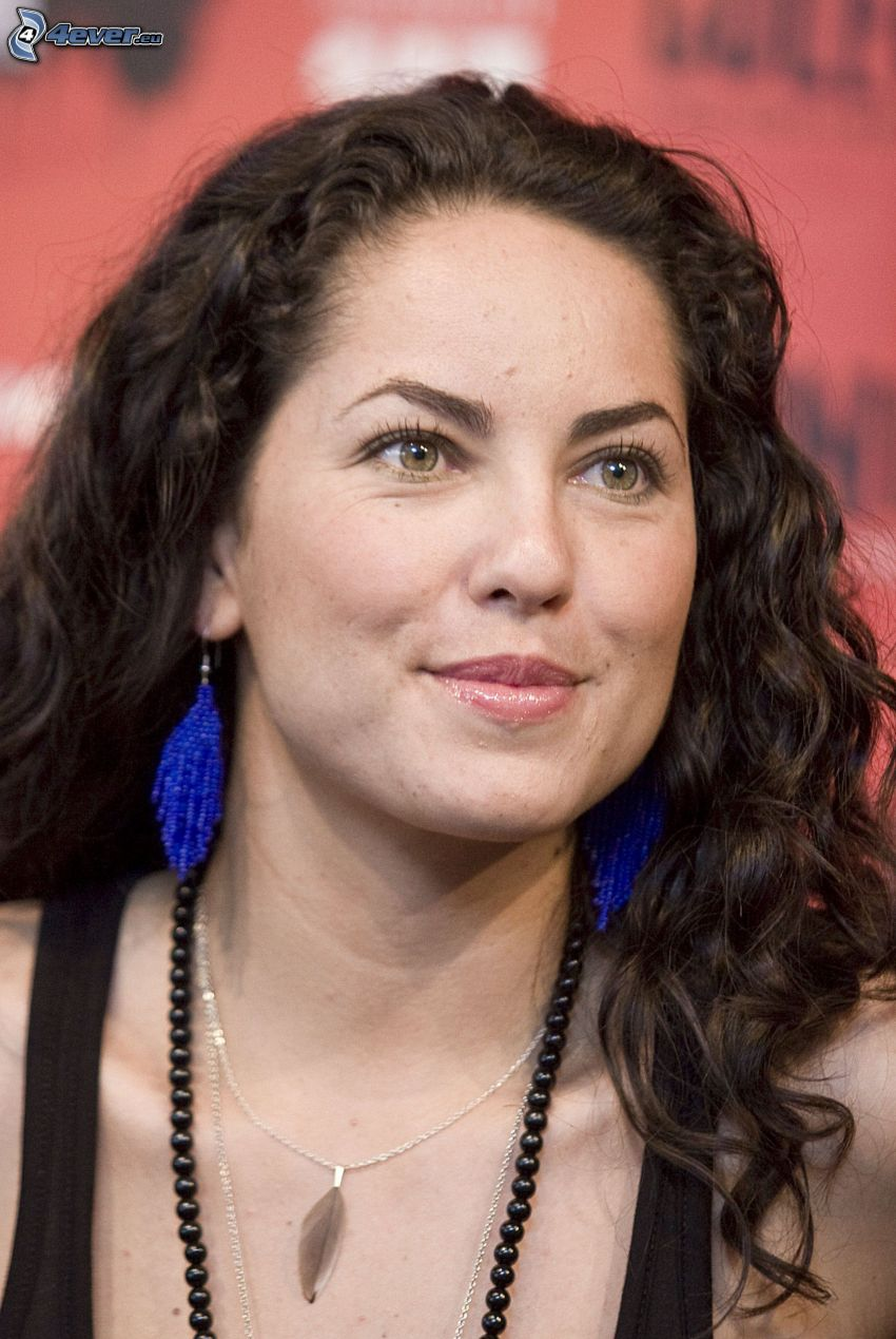 Barbara Mori, necklace, earrings