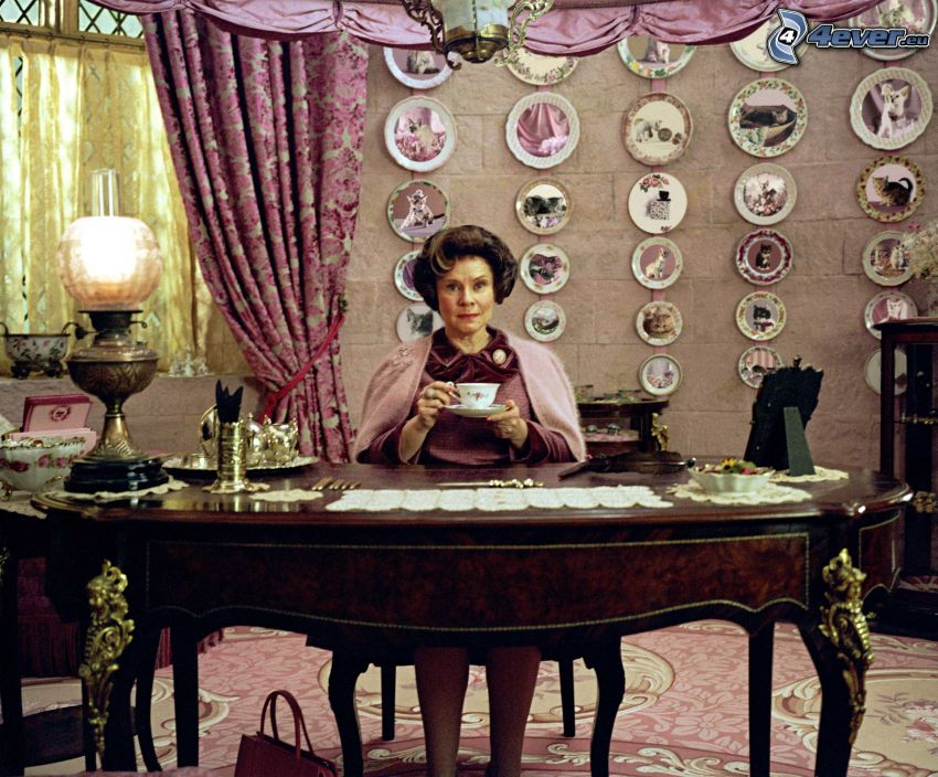 Dolores Umbridge, woman behind the piano