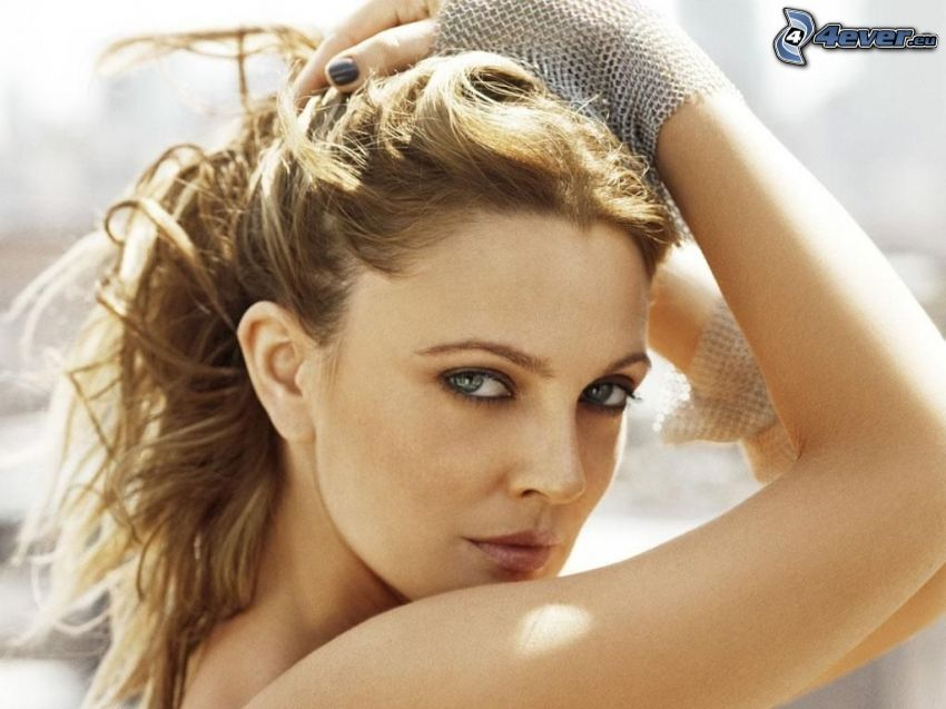 Drew Barrymore, seductive look
