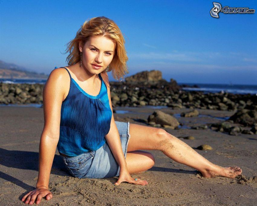 Elisha Cuthbert, rocky beach