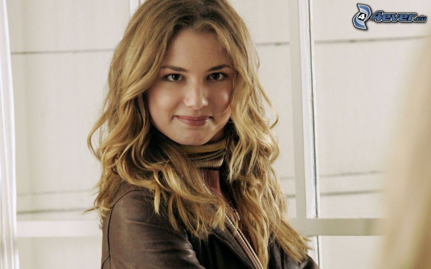 Emily VanCamp, curly hair