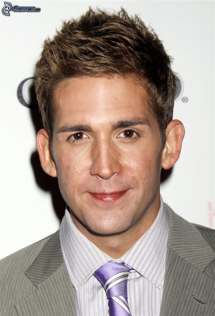 Eric Szmanda, man in suit