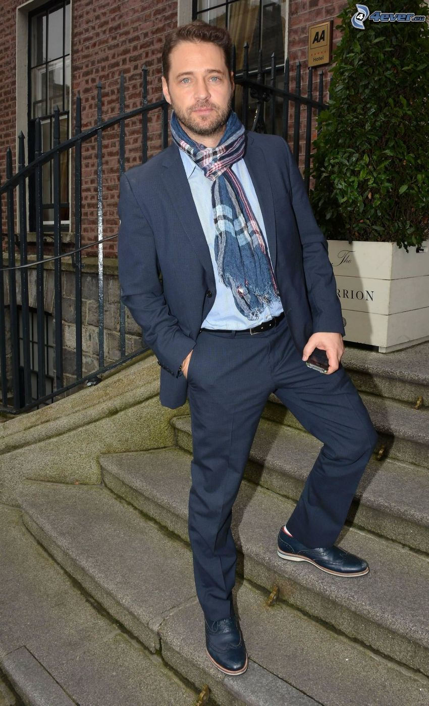 Jason Priestley, man in suit, scarf