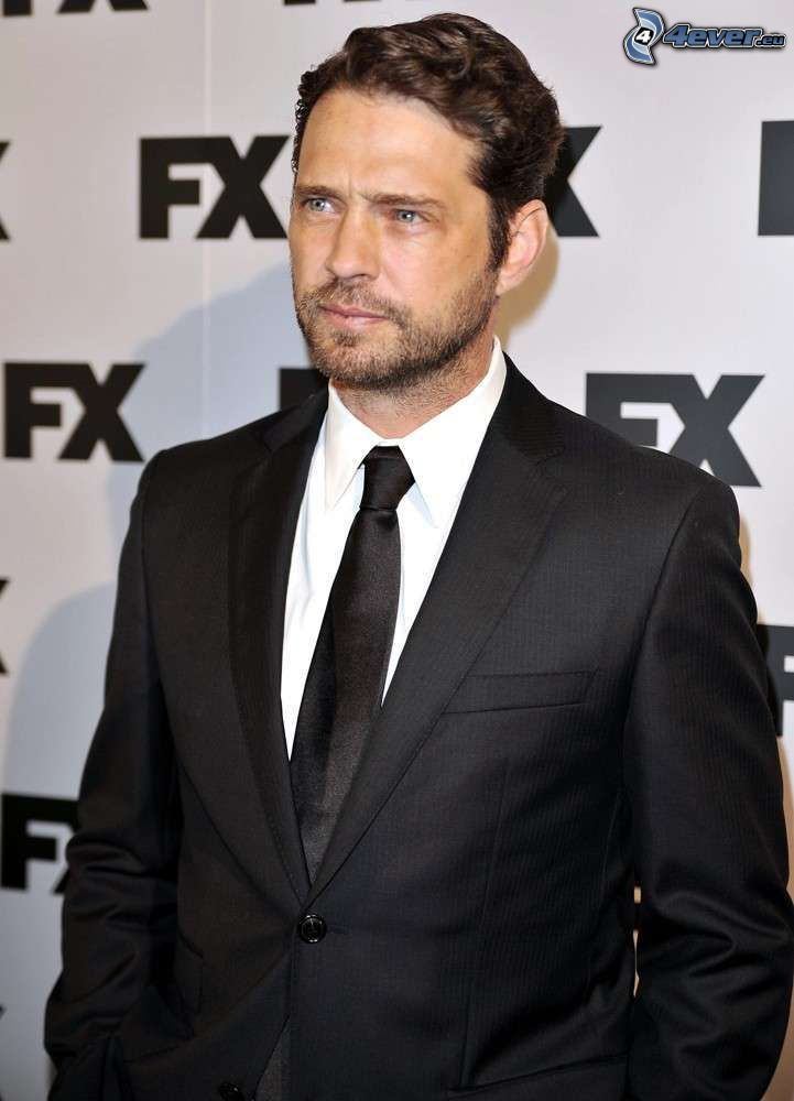 Jason Priestley, man in suit