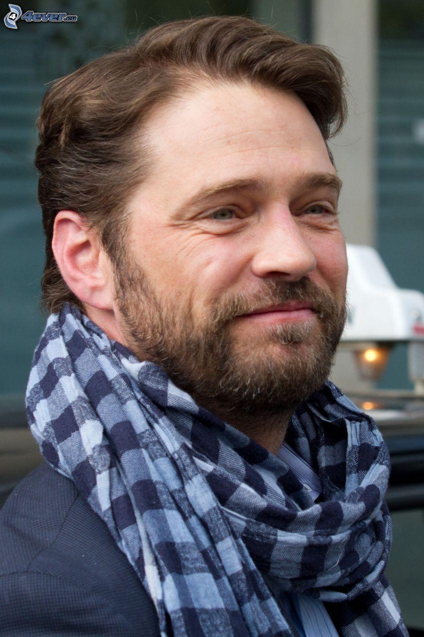Jason Priestley, scarf