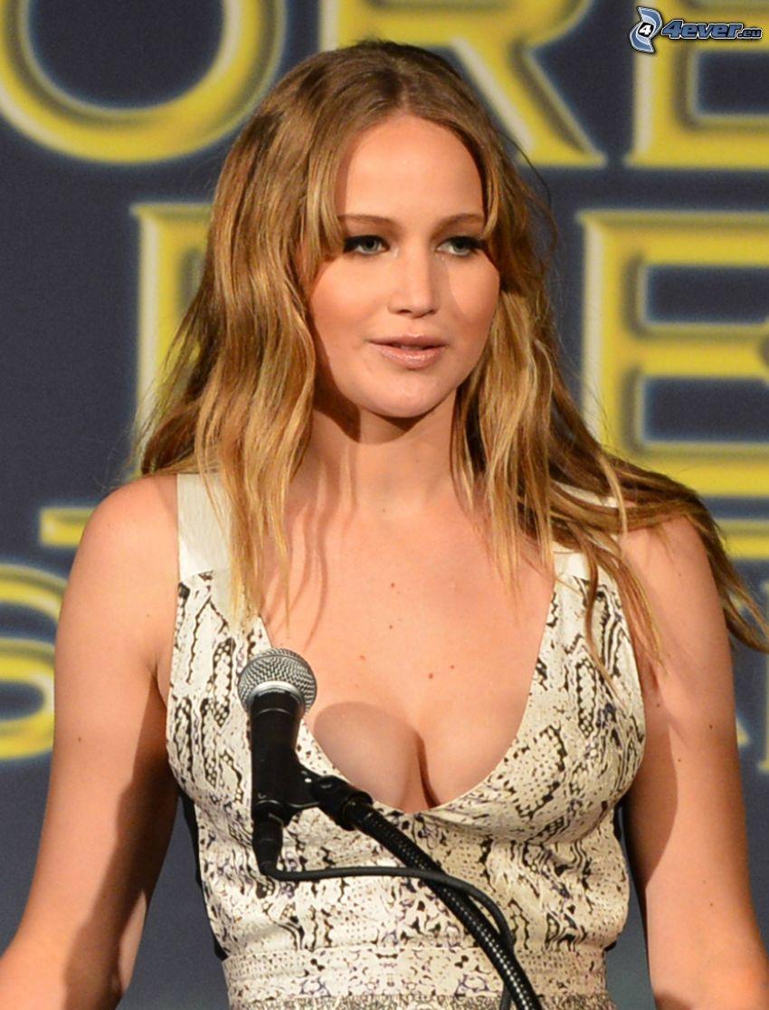 Jennifer Lawrence, microphone