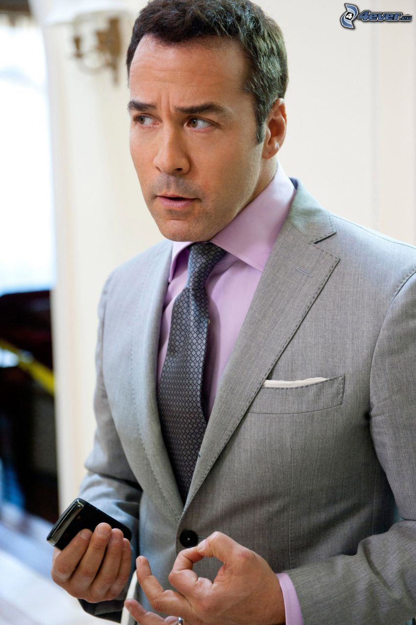 Jeremy Piven, man in suit