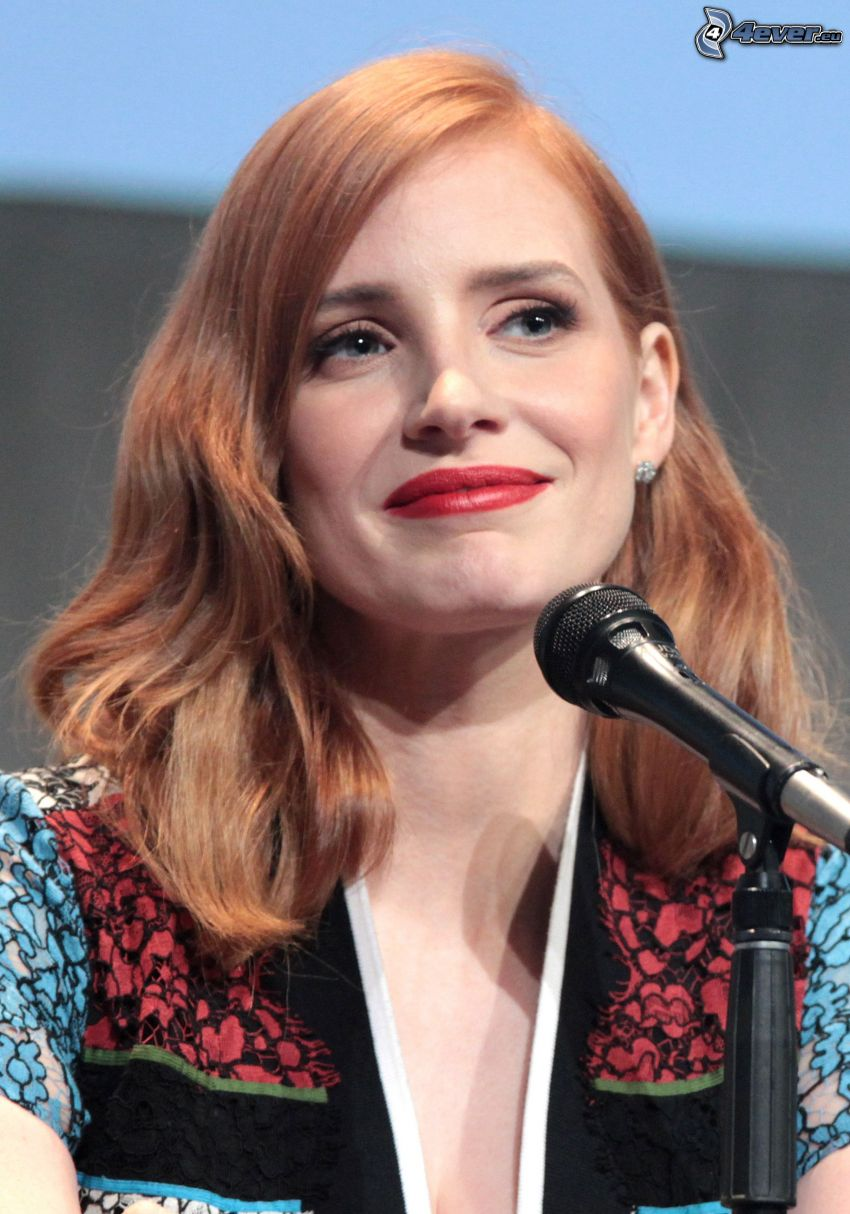 Jessica Chastain, microphone