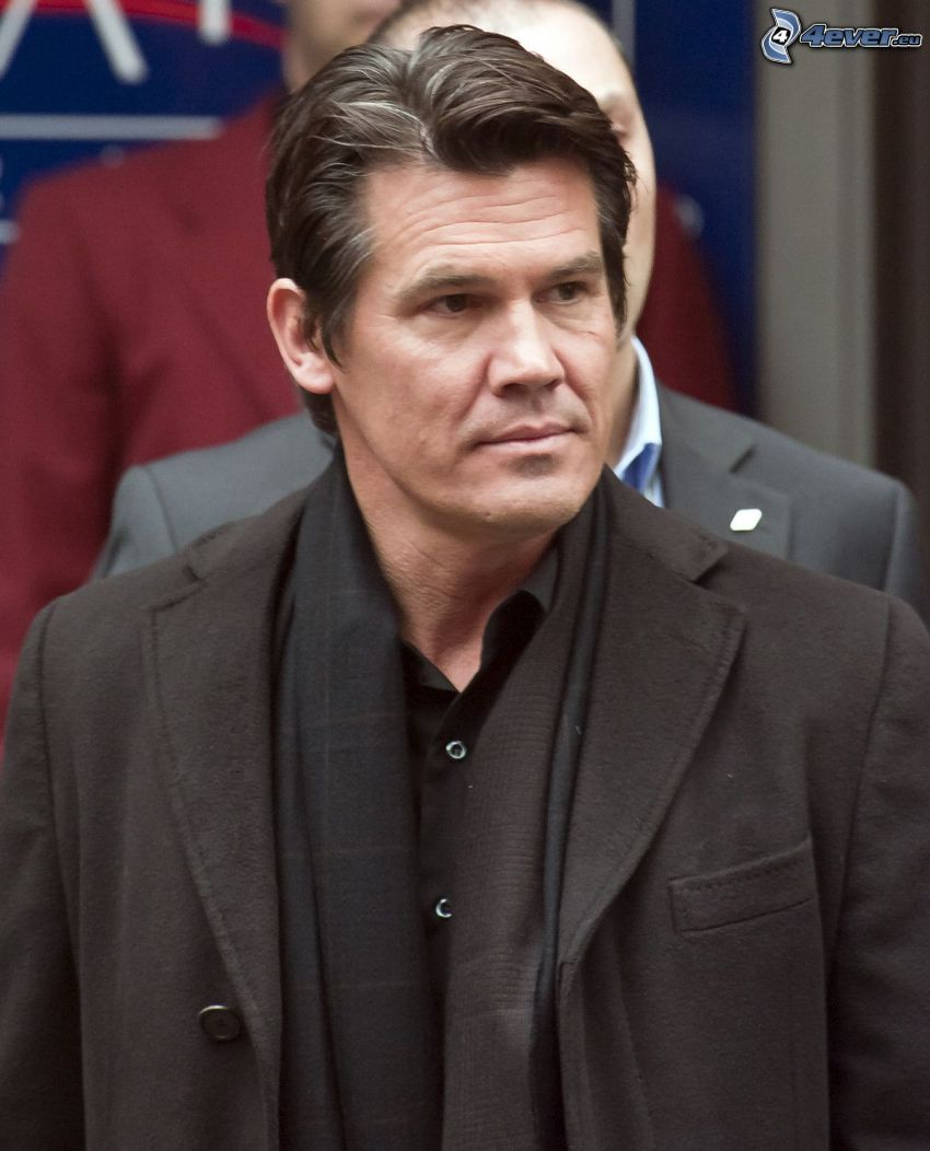 Josh Brolin, look
