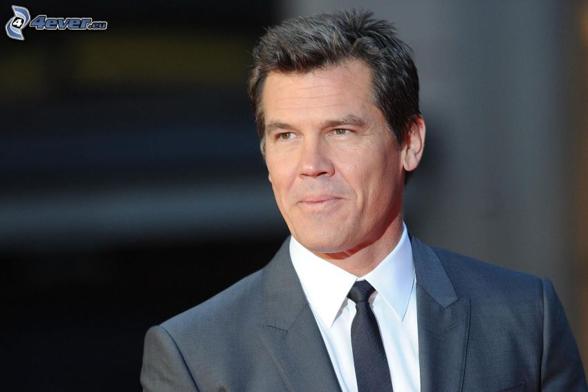 Josh Brolin, man in suit