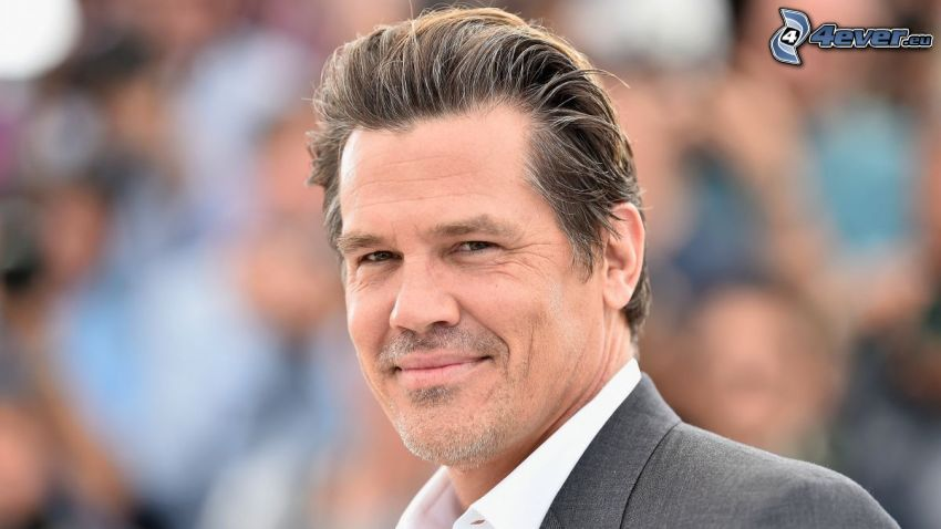 Josh Brolin, smile
