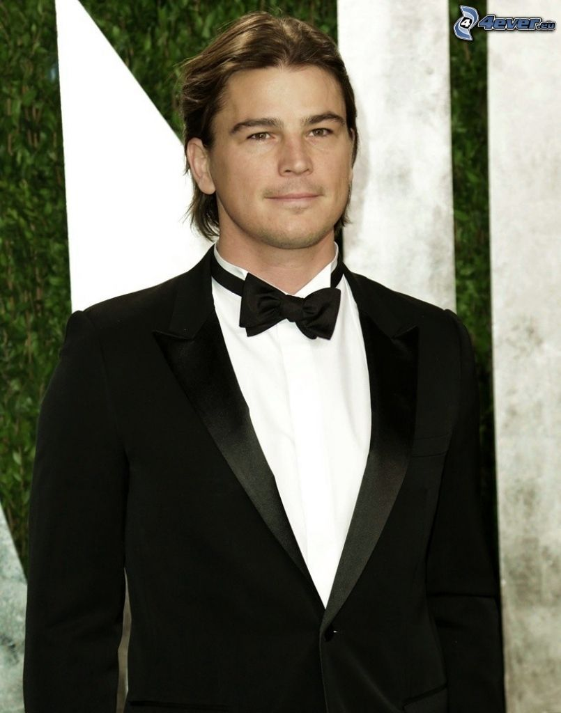 Josh Hartnett, bow tie, man in suit