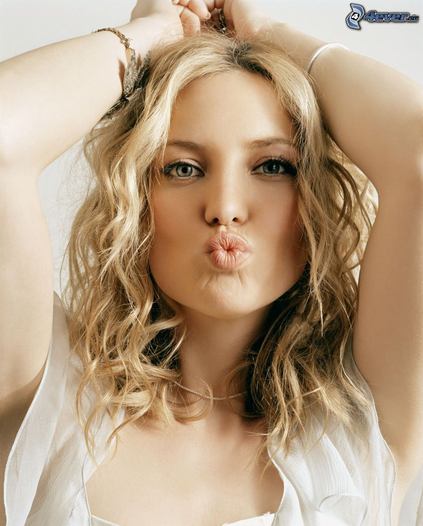 Kate Hudson, grimacing, kiss