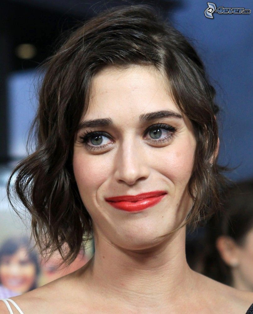Lizzy Caplan, red lips