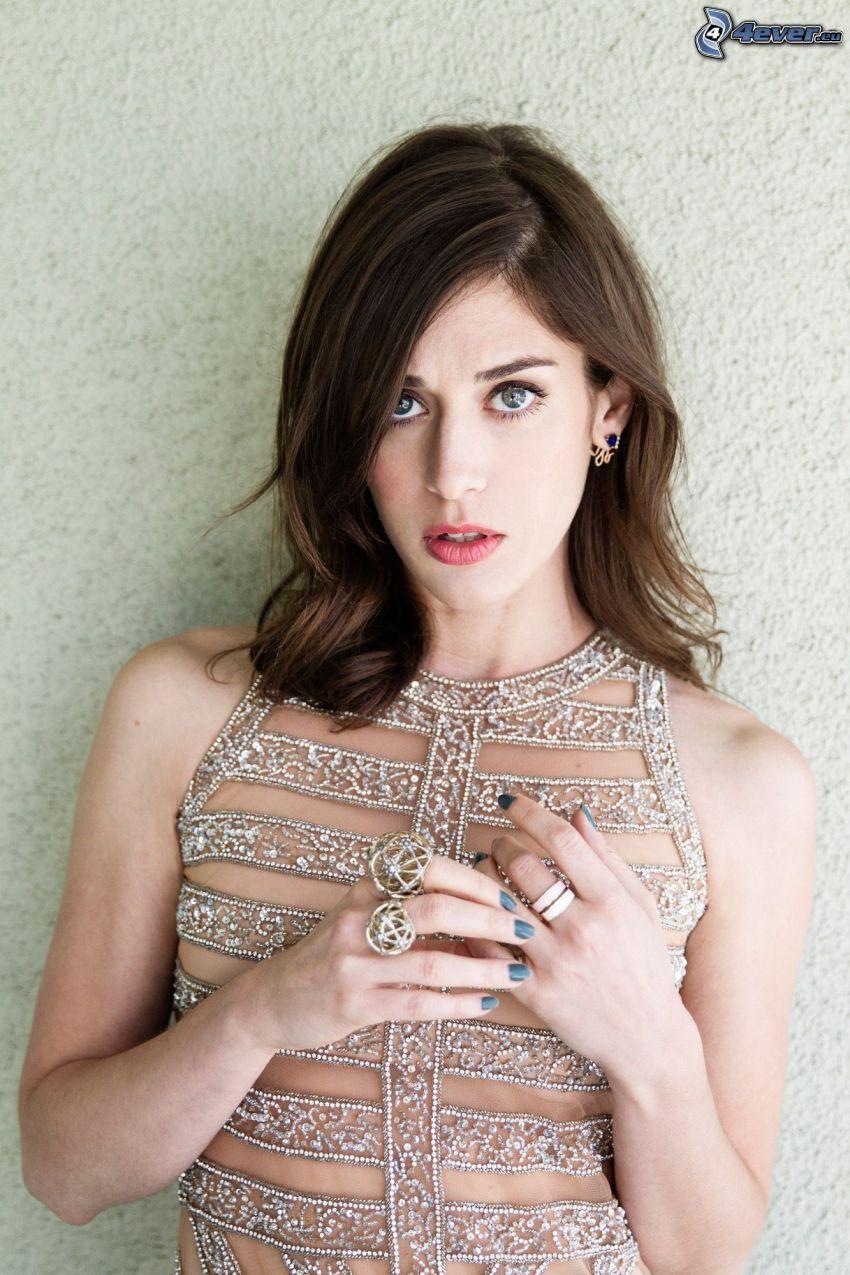 Lizzy Caplan, rings