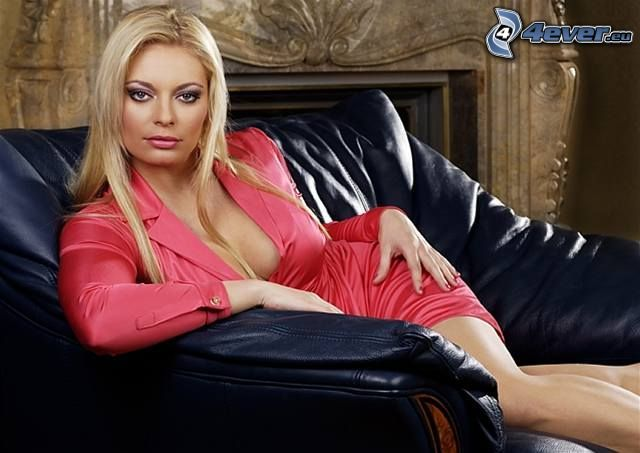 Lucie Borhyová, actress, couch, blonde