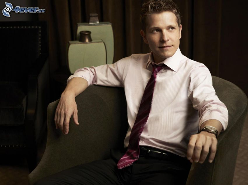 Matt Czuchry, chair