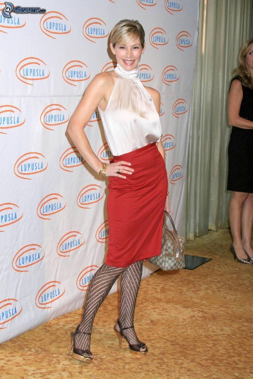 Meredith Monroe, red skirt