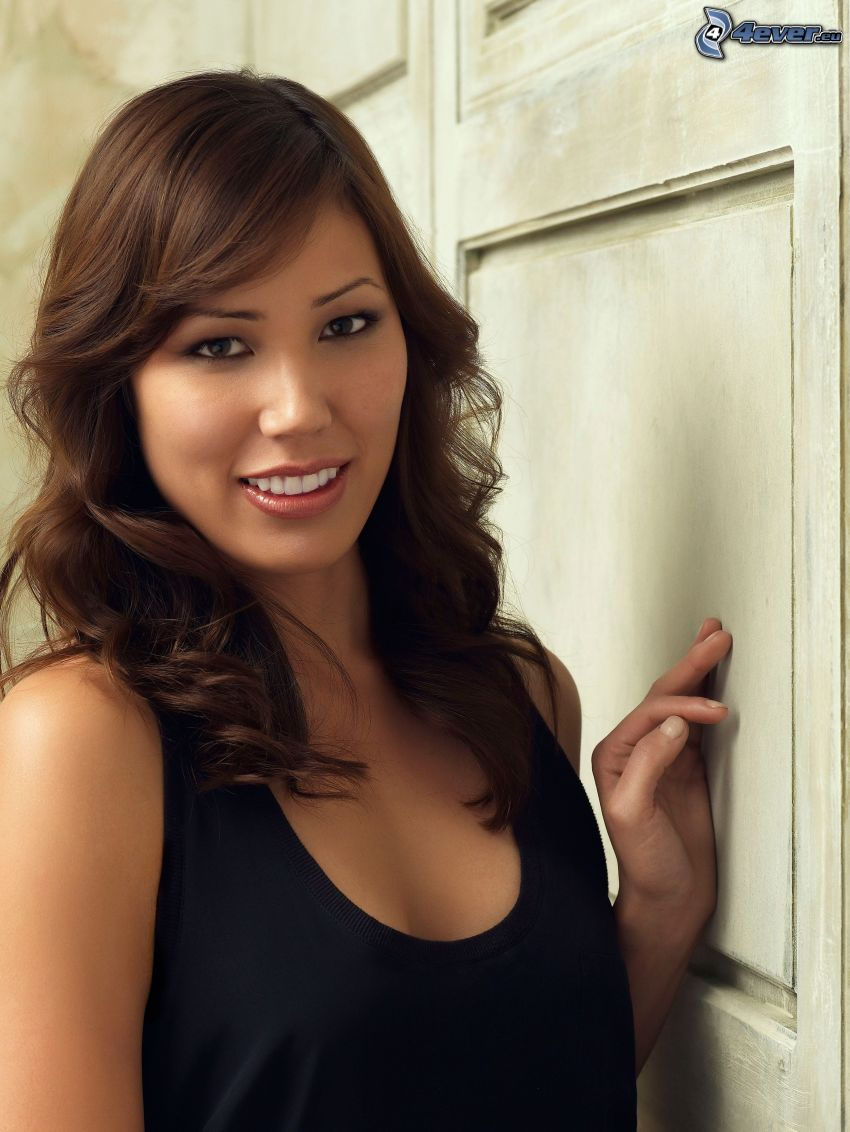 Michaela Conlin, smile, undershirt