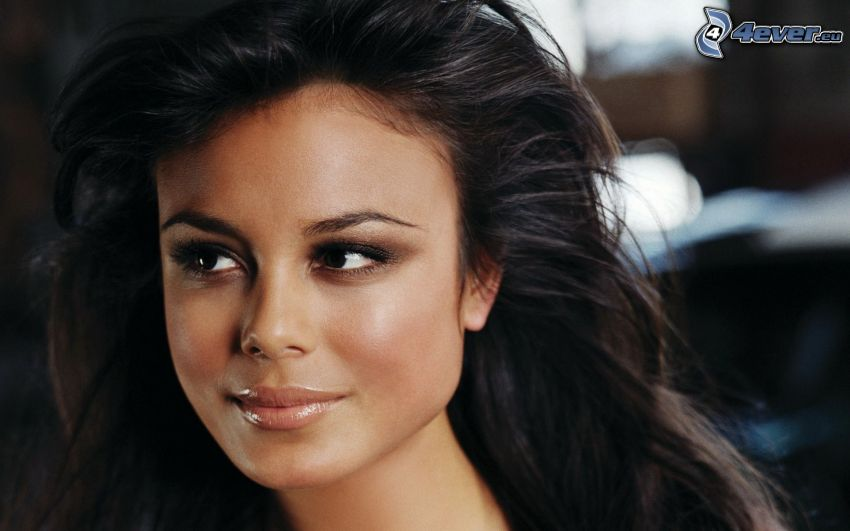 Nathalie Kelley, look