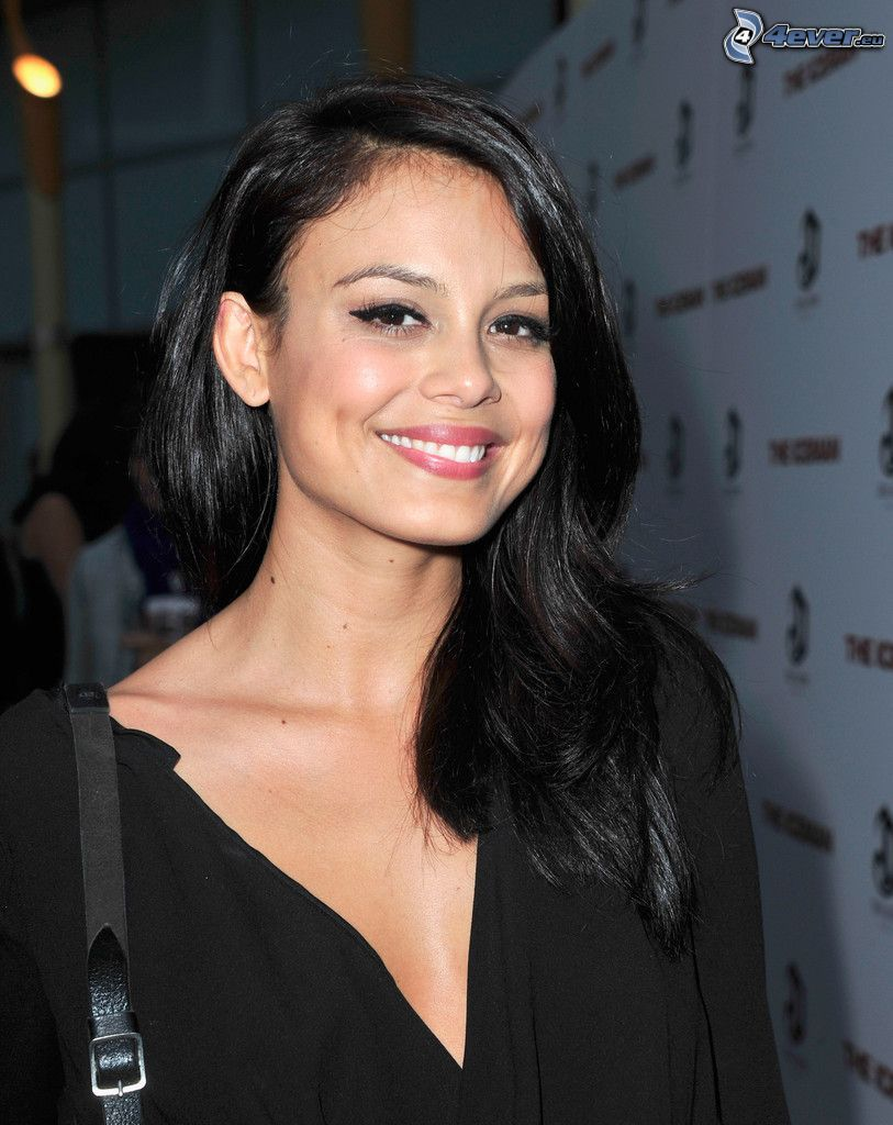 Nathalie Kelley, smile