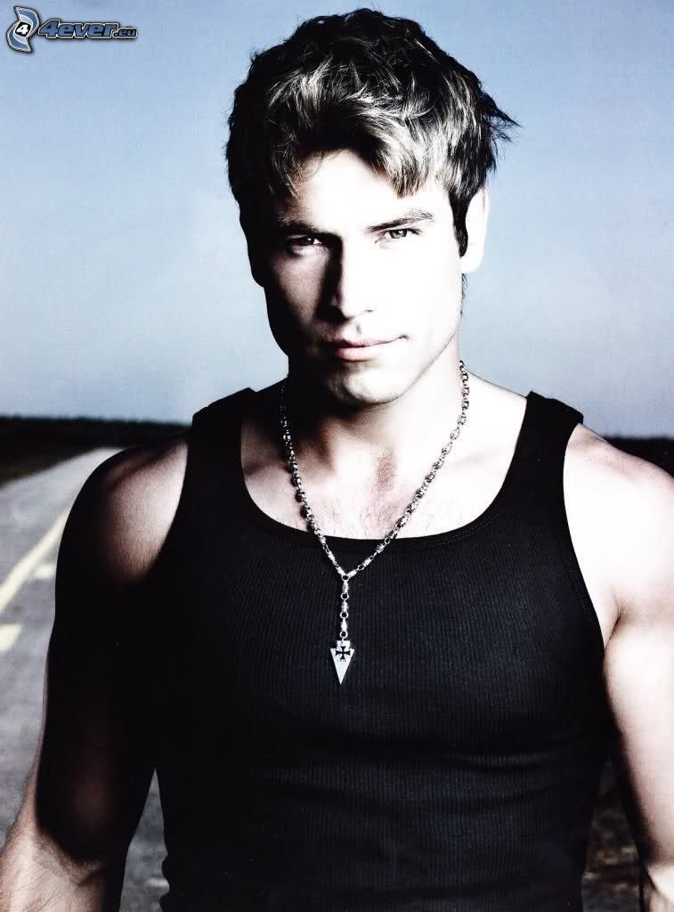 Rafael Amaya, necklace