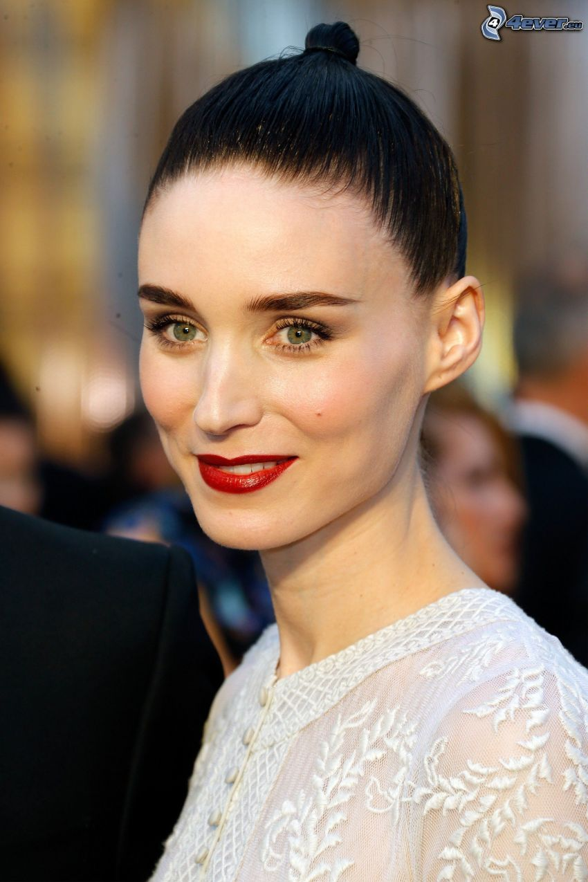 Rooney Mara, red lips
