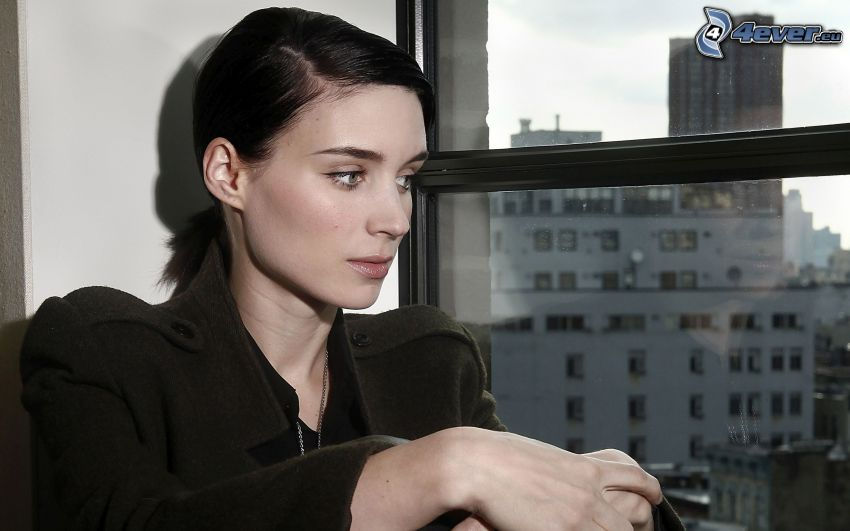 Rooney Mara, view of the city