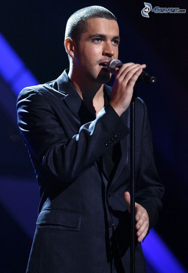 Shayne Ward, microphone, singing