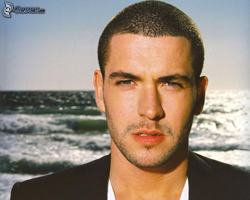 Shayne Ward, sea