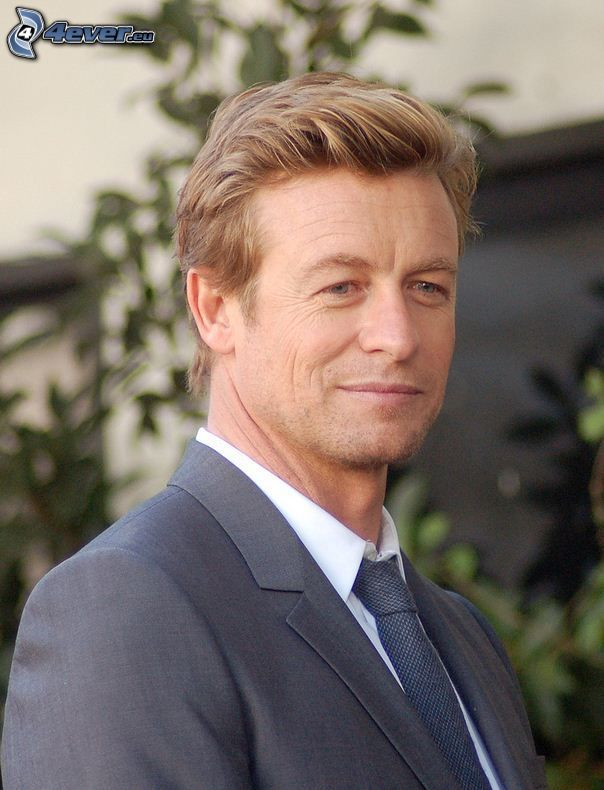Simon Baker, suit