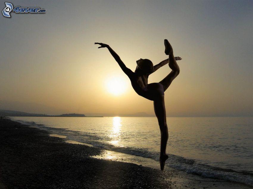 ballerinas, pose, sunset over the sea, beach