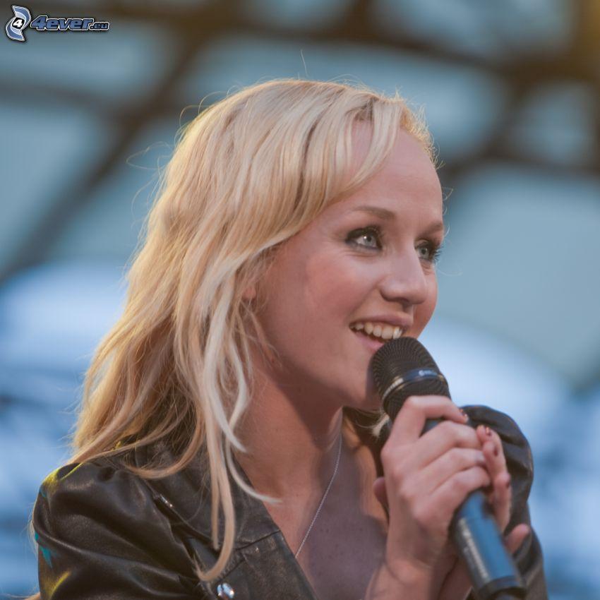 Anna Bergendahl, microphone