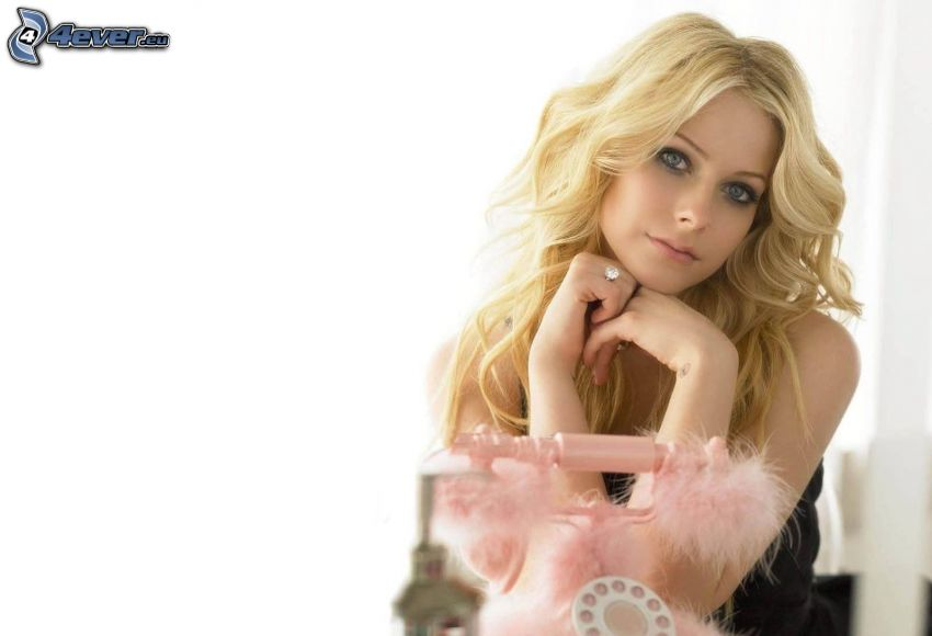 Avril Lavigne, phone