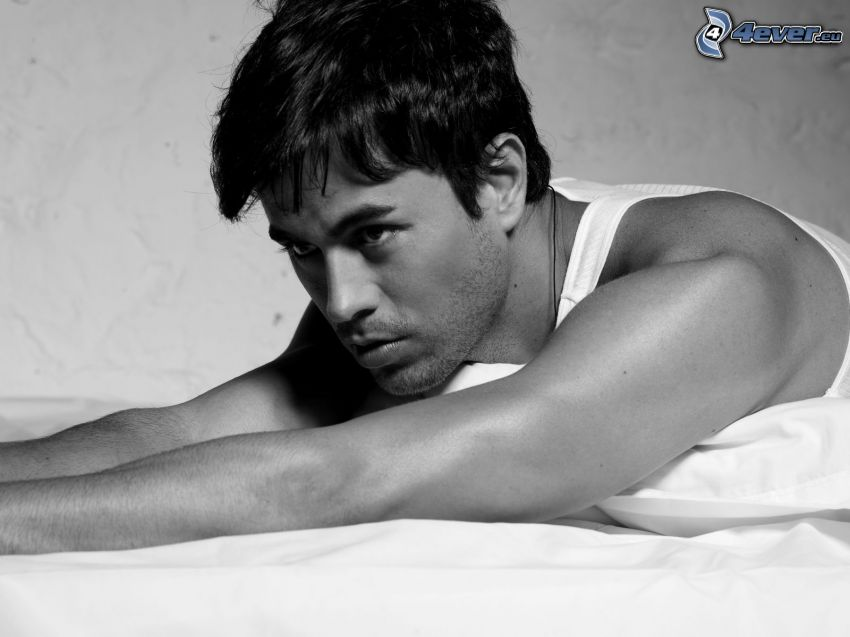 Enrique Iglesias, black and white photo