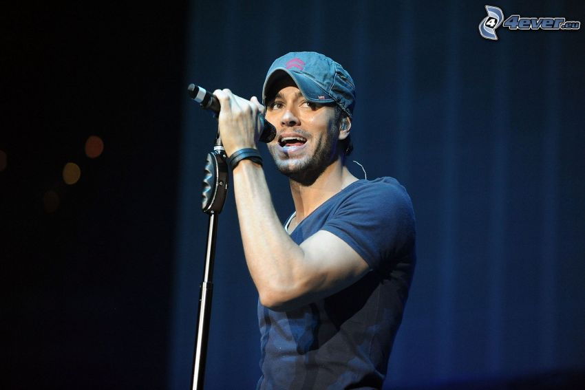 Enrique Iglesias, concert, singing