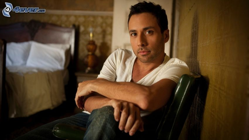 Howie Dorough, double bed