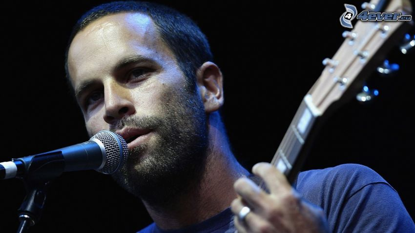 Jack Johnson, microphone, guitar