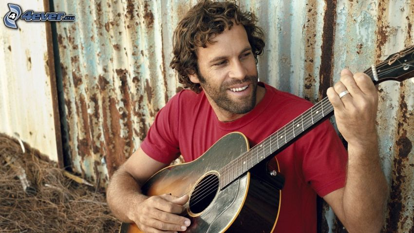 Jack Johnson, playing guitar, smile