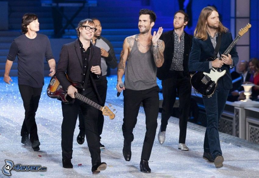 Maroon 5, man with guitar