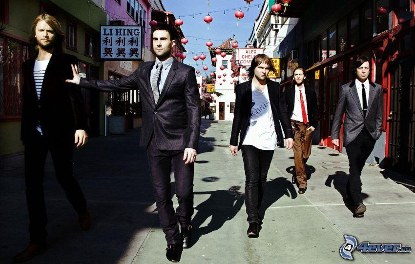 Maroon 5, street