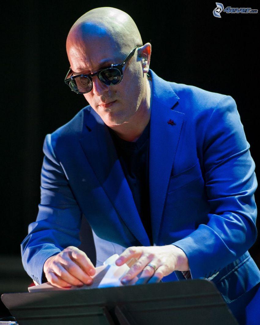 Maynard James Keenan, jacket, man with glasses