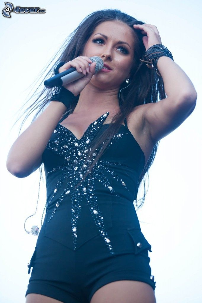 Nyusha, microphone