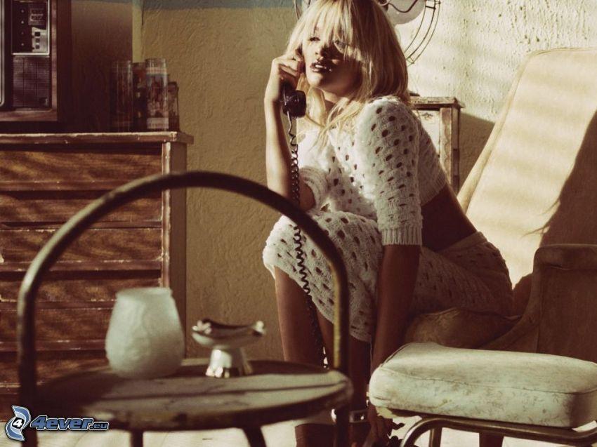 Rihanna, phone
