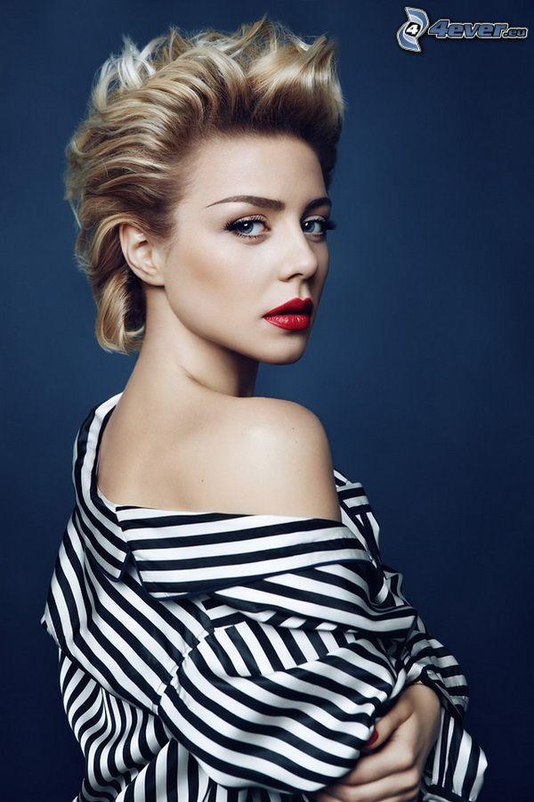 Tina Karol, red lips